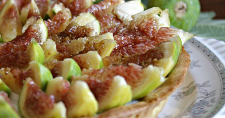 Crostata fredda di fichi con crema di ricotta e pepe