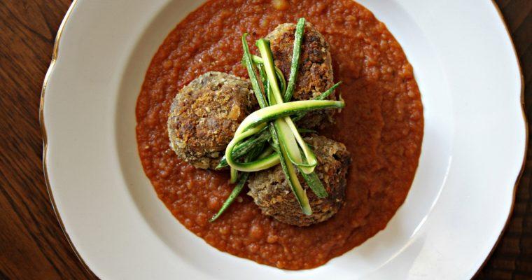 Polpette di legumi con crema calda di pomodoro e curry