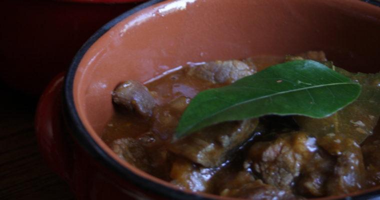 Spezzatino in crosta (vitello alla birra, piccante e con erbe aromatiche)