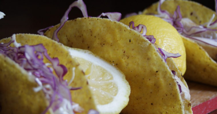Tacos di pollo al limone e salsa teriyaki -con cavolo cappuccio e stracciatella-