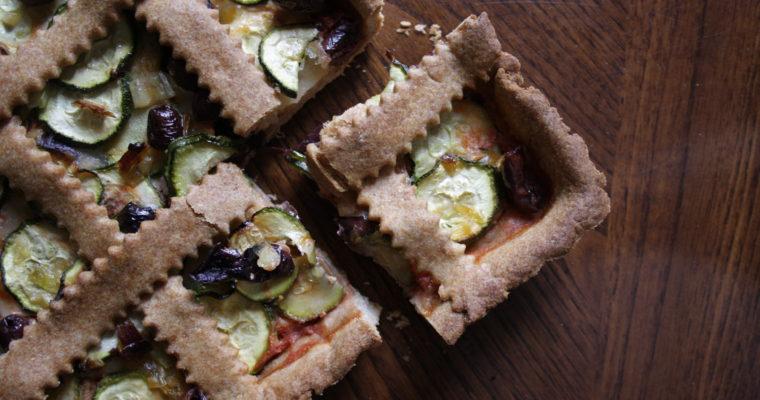 Crostata salata -con olive taggiasche, bufala, zucchine e pomodoro-
