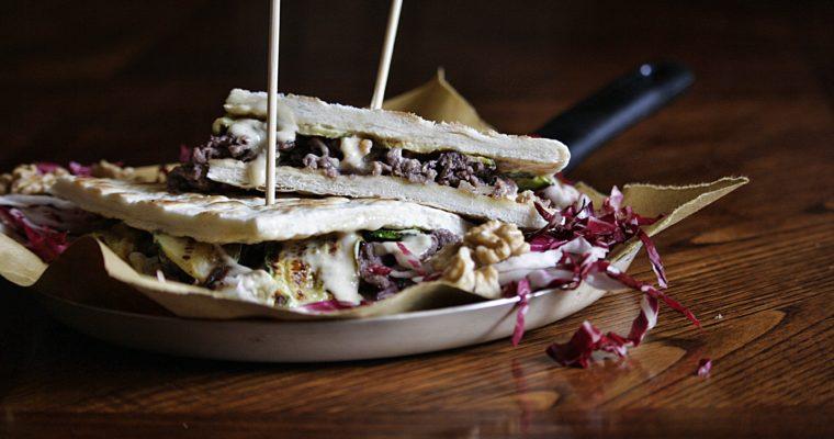 Piadina con straccetti di manzo al Sangiovese, radicchio rosso e noci – zucchine grigliate e maionese alla cipolla caramellata –