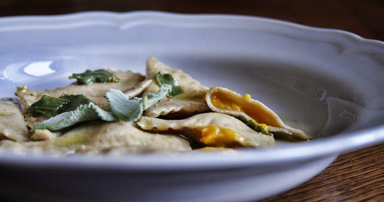 Triangoli di farina di castagne – con zucca arrosto e ricotta –