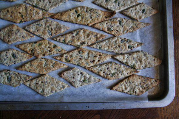 Crackers di semi allo scalogno e finocchietto