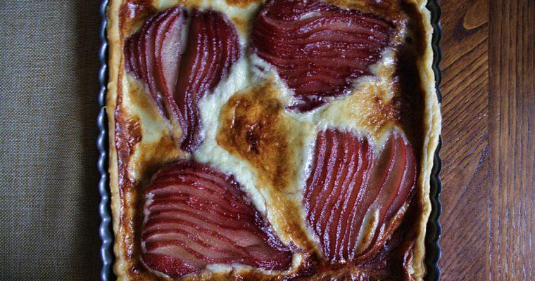 Crostata al gorgonzola – con pere al vino rosso –