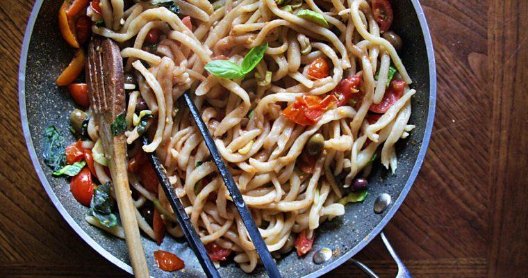 Pici – con pomodorini, zucchine e olive taggiasche –