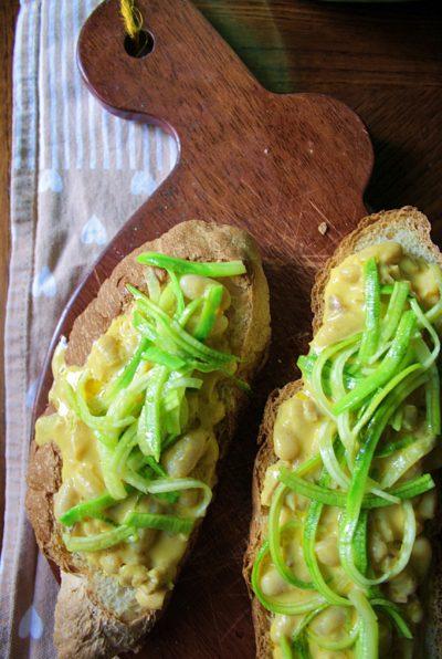 Crostone veg – con fagioli alla zucca e zucchine –