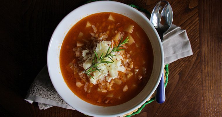 Zuppa di orzo piccante – con patate e pancetta –