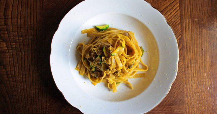 Tagliatelle integrali – con vongole, crema di zucca, zucchine e limone –