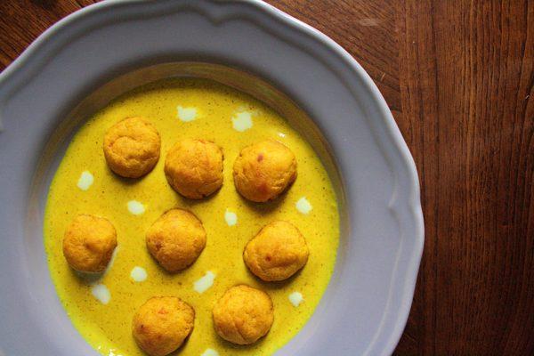 Polpettine di zucca e patate – con salsa al cocco e curry –