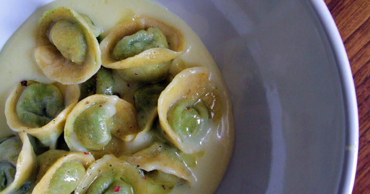 Cappelletti di spinaci, ricotta e noci – con crema di patate rosse e fossa –