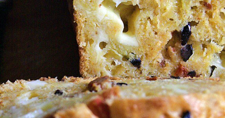 Plumcake salato – con olive, pomodori secchi e leerdammer –