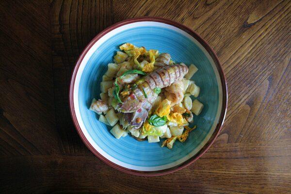Gnocchetti di ricotta con verdure, crostacei e limone
