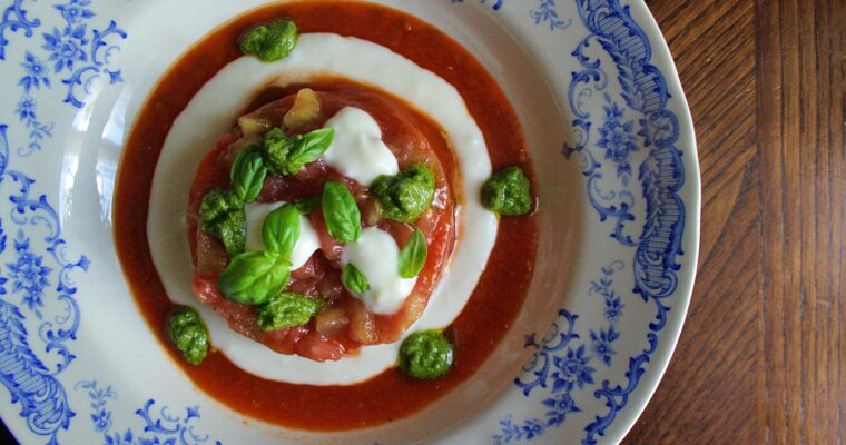 Tartare di pomodoro -con crema al parmigiano e pesto-