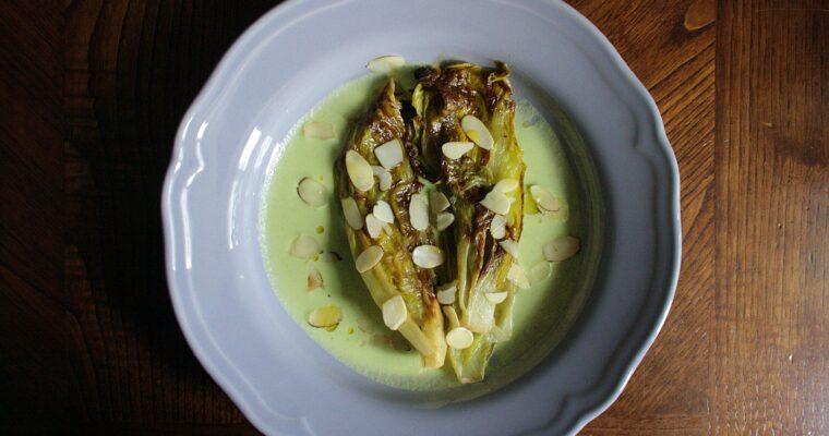 Radicchio arrosto con miele, mandorle in scaglie – su crema liquida di zucchina e formaggio –