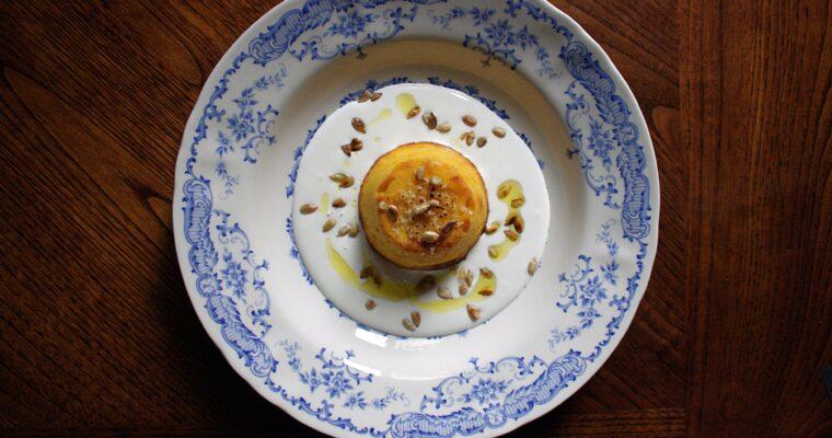 Flan di zucca e patate – con semi di zucca tostati e crema di stracciatella –