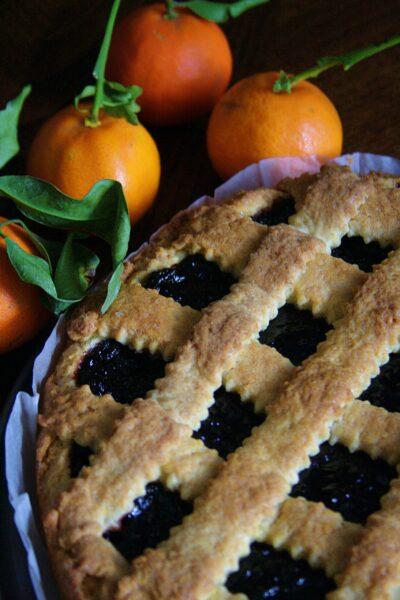 Crostata aromatizzata al mandarino e vaniglia – con marmellata di more –