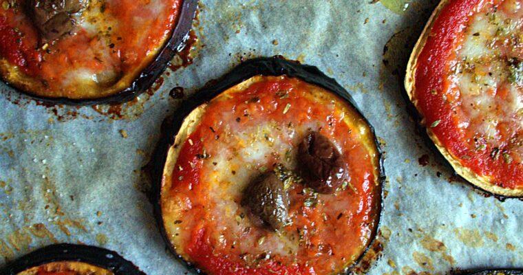Pizzette di melanzane – con mozzarella di bufala e olive taggiasche –