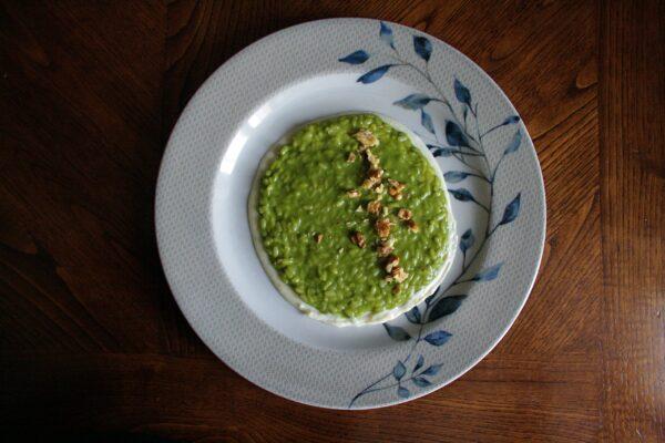 Risotto alla crema di spinaci su fonduta di pecorino – con noci –