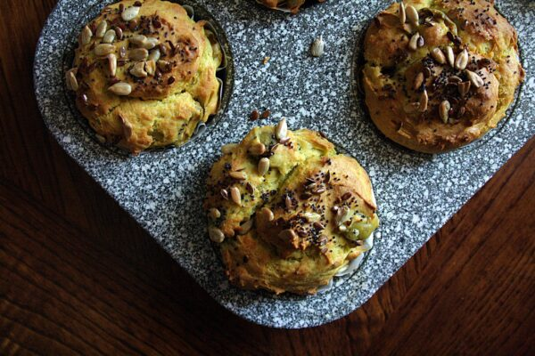 Muffin di avocado e philadelphia – con olive e semi –