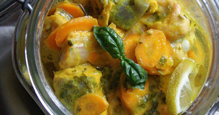 Salmone alla curcuma e limone in vasocottura – con asparagi, carote, basilico e erba cipollina –